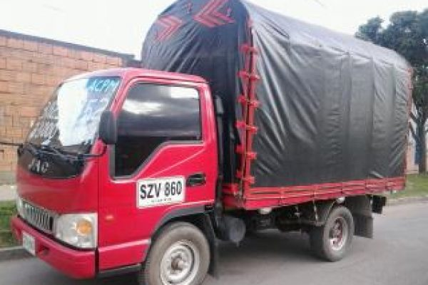Carrocería de estacas para JAC 1035 de 2 toneladas